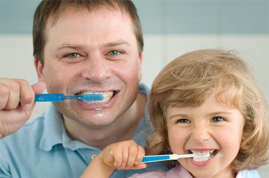 Регулярная гигиена полости рта и правильное питание являются главными факторами профилактики развития кариеса.