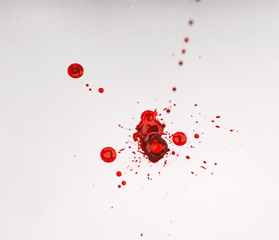 Кровь изо рта может символизировать утечку жизненной силы...