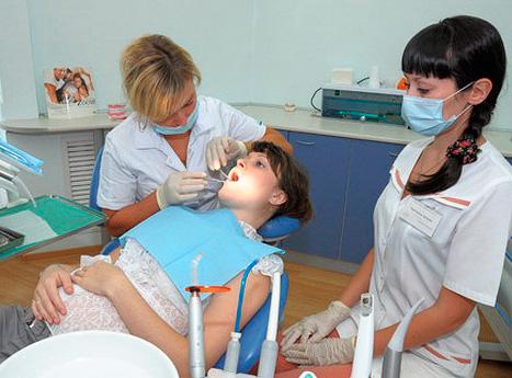 Можете быть уверенными, что стоматолог проведет все манипуляции во время лечения с учетом вашей беременности.