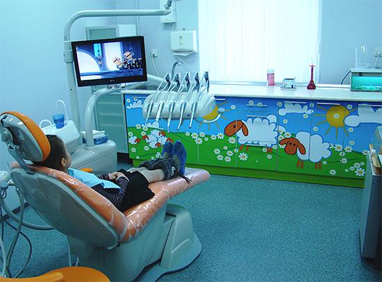 Примерно так может выглядеть детский стоматологический кабинет в современной клинике.