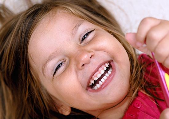 Своевременно и правильно заботясь о молочных зубах ребенка, вы тем самым дарите ему здоровую жизнь и красивую улыбку в будущем.