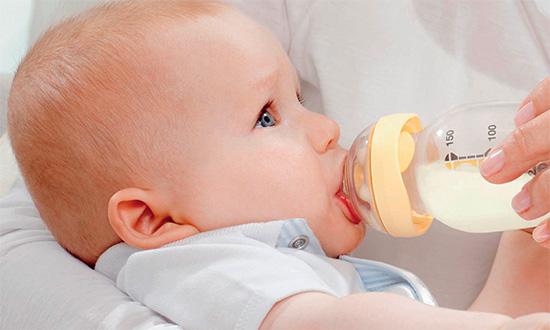 Кариес у детей раннего возраста часто также называют бутылочным.