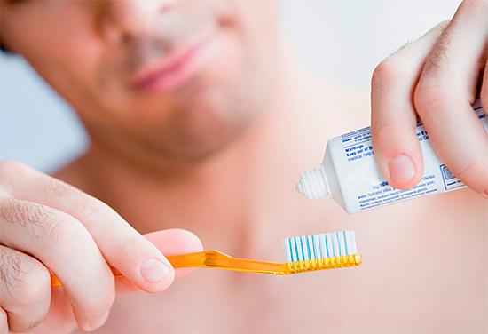 Очень важную роль в профилактике кариеса играет регулярная гигиена полости рта.