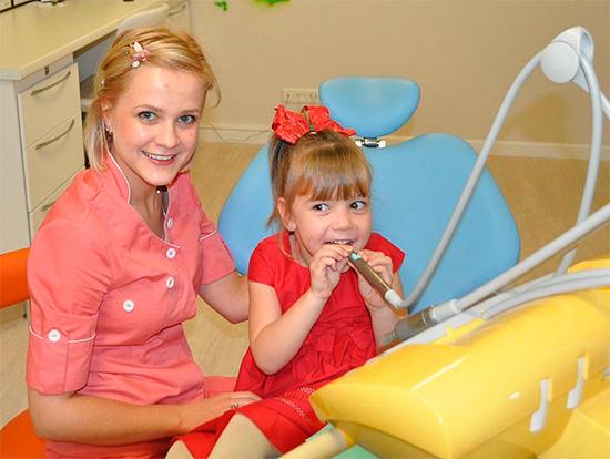 Детским стоматологам родители малышей задают много интересных вопросов, некоторые из которых давайте рассмотрим подробнее...
