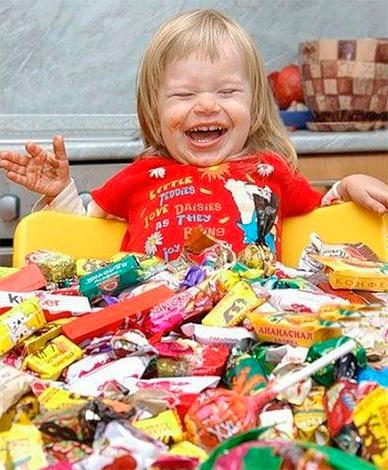 Профилактика развития кариеса у детей должна включать в себя коррекцию рациона питания.