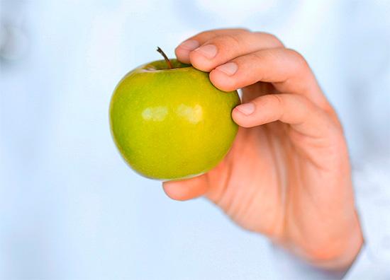 Многие недооценивают притивокариозный профилактический эффект от употребления свежих фруктов и овощей...