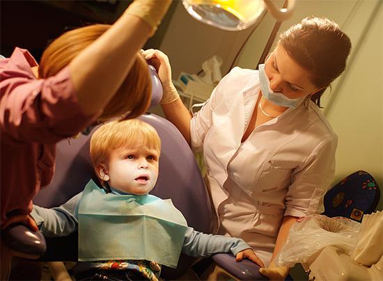 В случае повышенной тревожности ребенка иногда прибегают к помощи специальных препаратов (например, Тенотен детский)