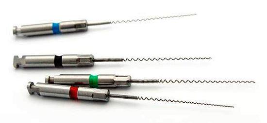 Иногда стоматологические инструменты ломаются прямо в корневом канале зуба при его обработке...