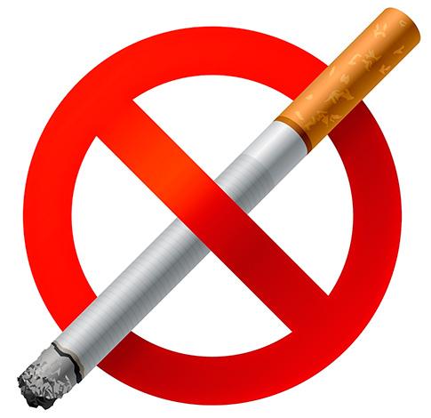 Иногда причиной осложнений является курение пациента после удаления зуба.