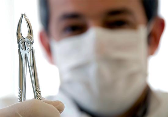 Сильный страх перед грубым стоматологом-хирургом может повысить риск потери сознания в ходе процедуры.