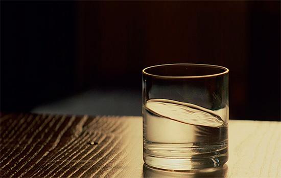 Считается, что вода способна впитывать в себя силу произносимых слов.