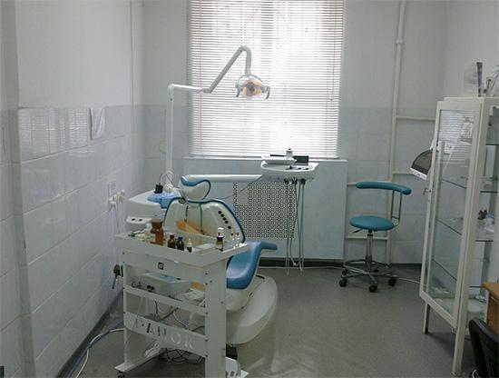 Стоматологический кабинет в клинике эконом-класса.