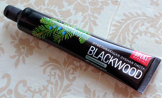 Отбеливающая зубная паста Сплат Черное Дерево (Blackwood) - с активированным углем.