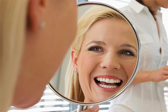 Сегодня существует множество видов (способов) отбеливания зубов, основные из которых мы далее и рассмотрим...