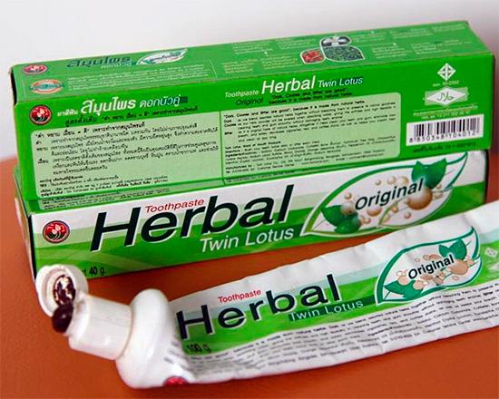 Тайские пасты в тюбиках используются как обычно - выдавливаются непосредственно на зубную щетку (причем лучше использовать небольшое количество).