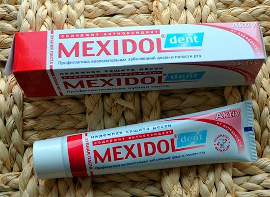 На фото показаны упаковка и тюбик с зубной пастой Мексидол Дент Актив.