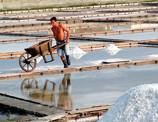 Болгария, Помория - так выглядит здесь добыча соли