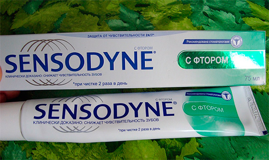 Активными компонентами пасты Сенсодин с фтором являются фторид натрия и нитрат калия, достаточно эффективно помогающие снижать чувствительность зубов.