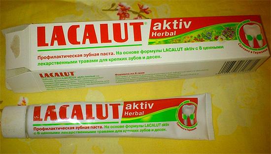 За счет содержания растительных компонентов зубная паста Лакалют Aktiv Herbal обладает сильно выраженными противовоспалительными свойствами.