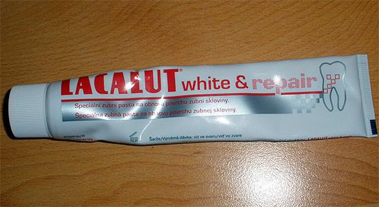 Лакалют White&Repair помимо отбеливающего эффекта обеспечивает также насыщение зубной эмали минеральными компонентами.