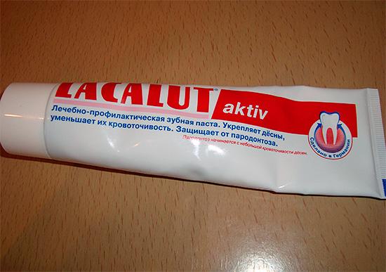 Зубная паста Лакалют Актив подойдет тем людям, у которых наблюдаются проблемы с деснами (болезненность, воспаление, кровоточивость и др.)