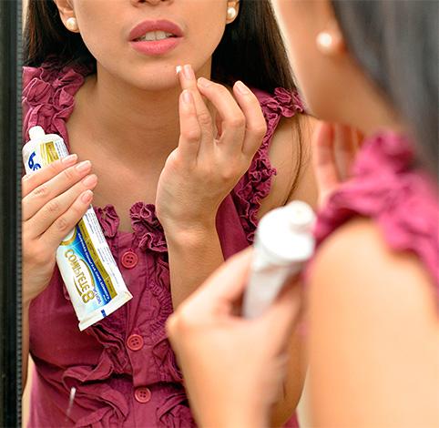 Против прыщей компоненты пасты могут помочь за счет своих антисептических и противовоспалительных свойств.