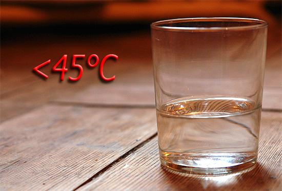 Температура раствора, используемого для полоскания рта, не должна превышать 45 градусов Цельсия.