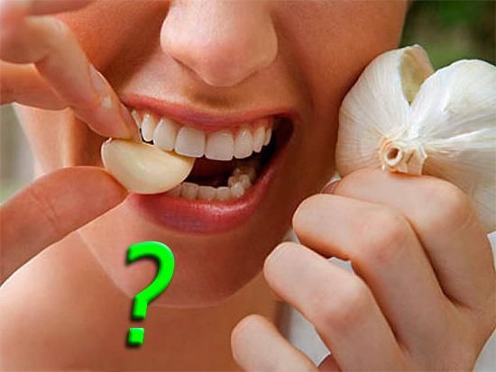 При определенном подходе чеснок действительно помогает от зубной боли, однако далеко не каждый решится прибегнуть к его помощи...