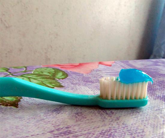 А так она выглядит на зубной щетке.