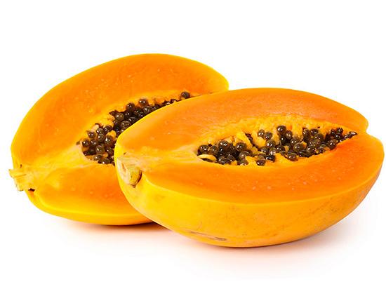 Фермент папаин получают из плодов дынного дерева Carica papaya.