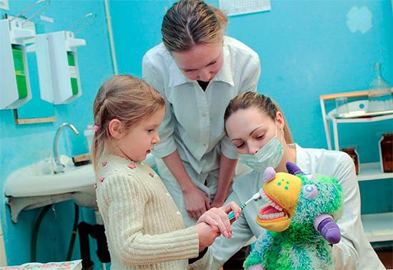 Важно вовремя привести ребенка к стоматологу-ортодонту, чтобы лечение было максимально быстрым и эффективным.