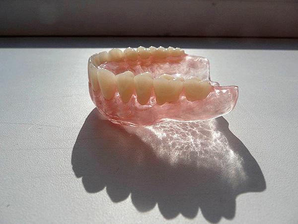 Съемный зубной протез Acry-Free
