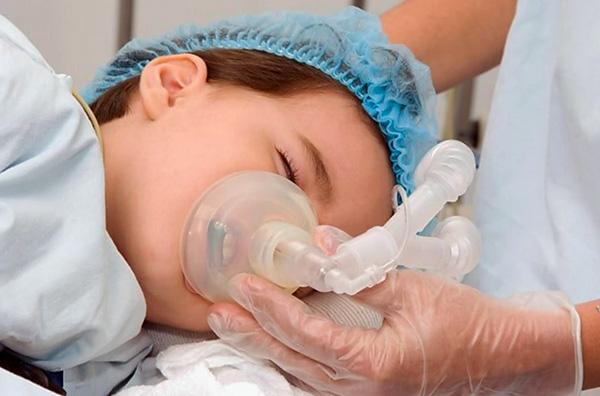 В ряде случаев провести качественное лечение зубов у ребенка без применения наркоза или седации бывает попросту невозможно.