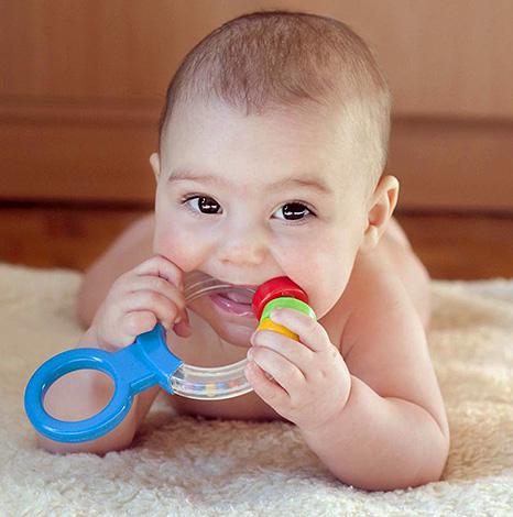 Прорезыватели не снимают сразу болевой синдром, однако действительно облегчают процесс прорезывания зубов.