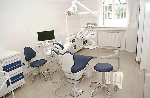 Уровень клиники и оснащенность ее кабинетов также влияют на стоимость лечения.