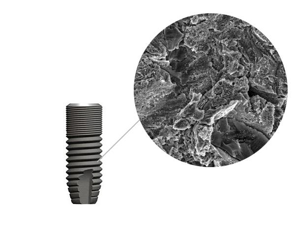 Поверхность изделия не является гладкой - она шероховатая и имеет микропоры.