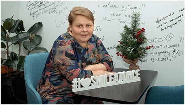Елена Молодцова получила новую улыбку после протезирования зубов по технологии All-on-6.